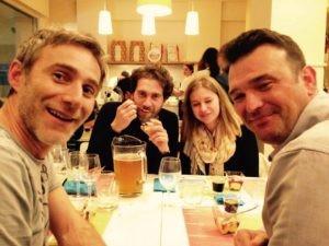 Produttori di birra si incontrano a tavola - Giulio Angeloni (Birra Angeloni) e Simone e Alessandro (Birra Costa Est)